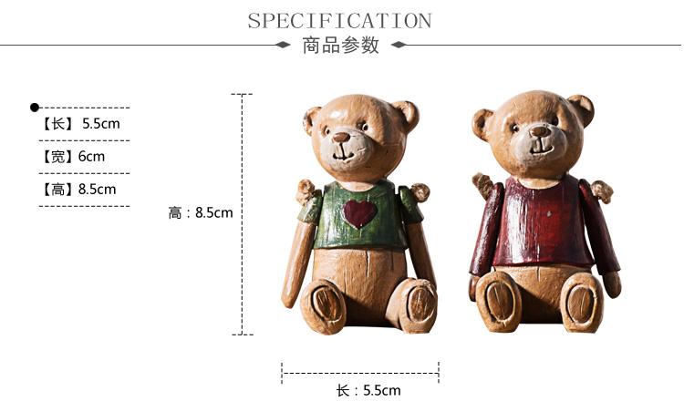 两只小熊栩栩如生,色彩简单明快,表情可爱温暖,追求意象胜过追求实际