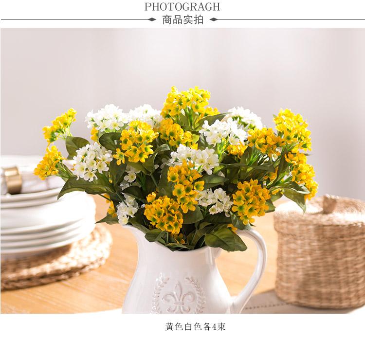白瓷浮雕花瓶城徽配福禄花黄色白色各4束